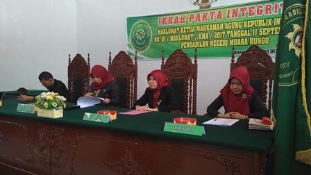 Penandatanganan Ikrar Pakta Integritas seluruh Karyawan dan Karyawati PN. Muara Bungo Kelas II