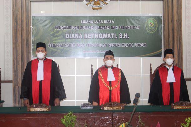 Pelantikan Ibu Diana Retnowati, SH. sebagai Hakim PN. Muara Bungo dan Pengantar Alih Tugas Bapak Fakhrullah Arli, SE., SH.