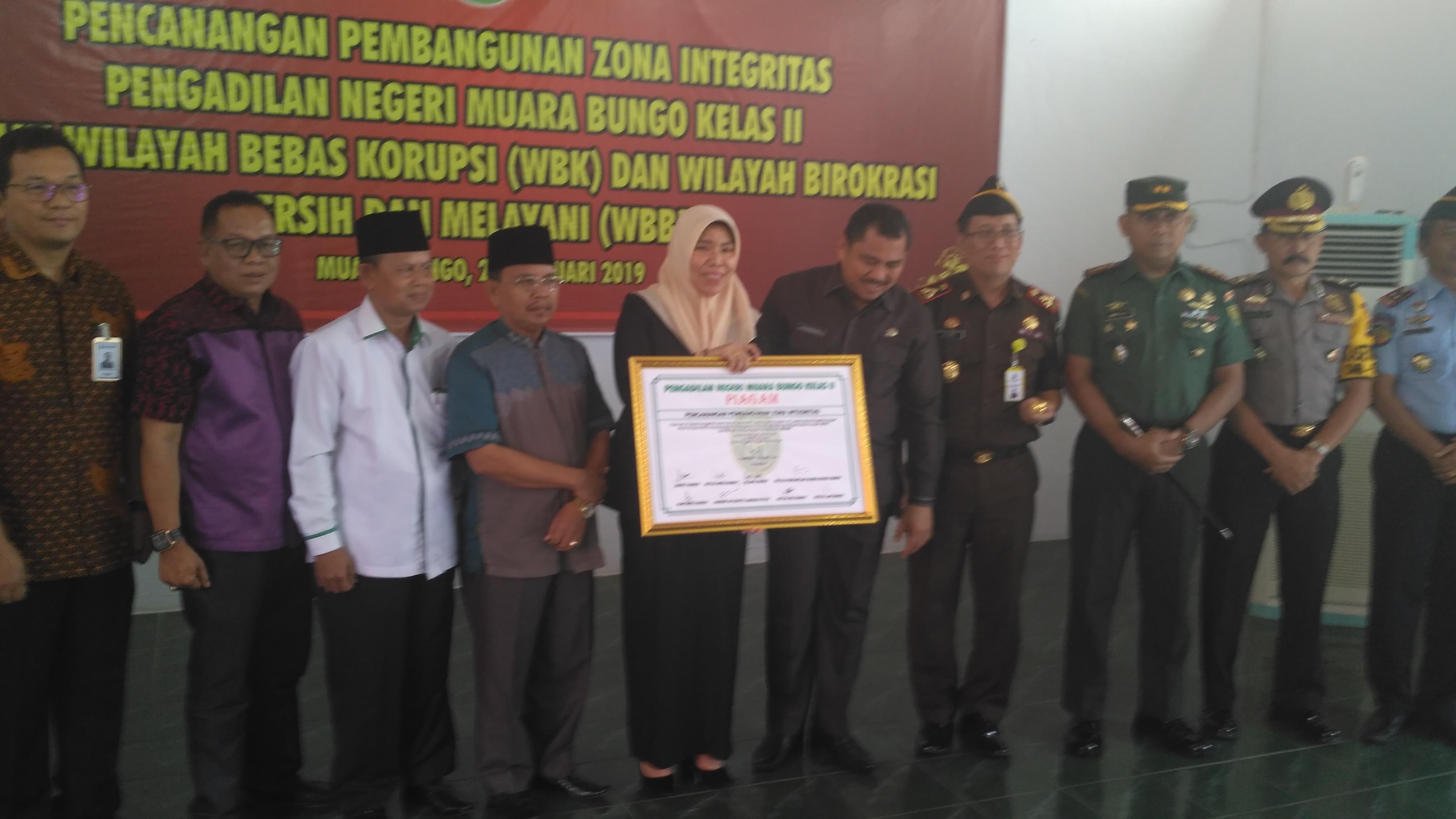 Pencanangan Pembangunan Zona Integritas menuju Wilayah Bebas Korupsi (WBK) dan Wilayah Birokrasi Bersih dan Melayani (WBBM) di Pengadilan Negeri Muara Bungo Kelas II oleh Bupati Bungo dan Forkominda Kabupaten Bungo